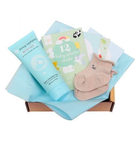 Baby gift box with Tiny Humans Baby Body wash, 12 double-sided Baby photo cards, baby socks (0-3 months)